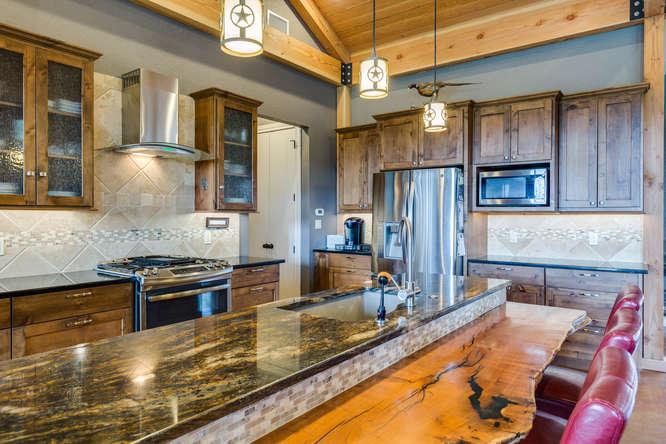 125 Mira Vista kitchen