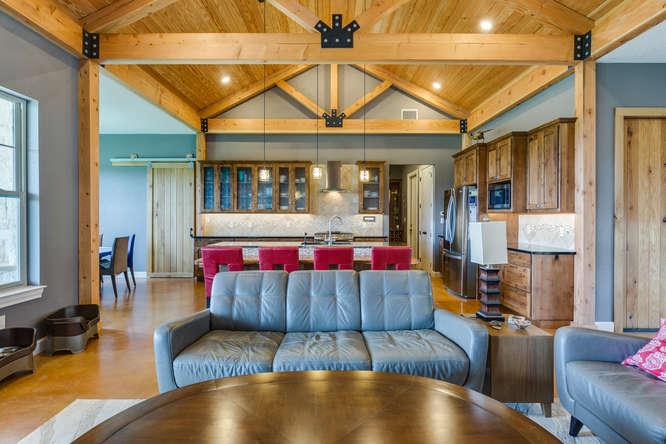 125 Mira Vista living room